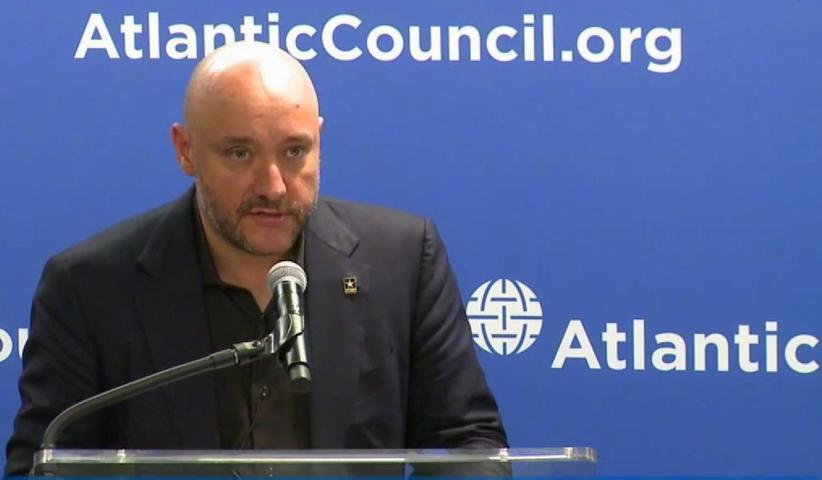 Dave Anthony. Atlantic Council Think Tank - استخدام کارگردان بازی ندای وظیفه در اندیشکده شورای آتلانتیک