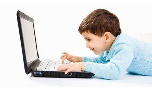 internet.kids .1 300x175 - خطرات آنلاینی که کودکان را تهدید میکند